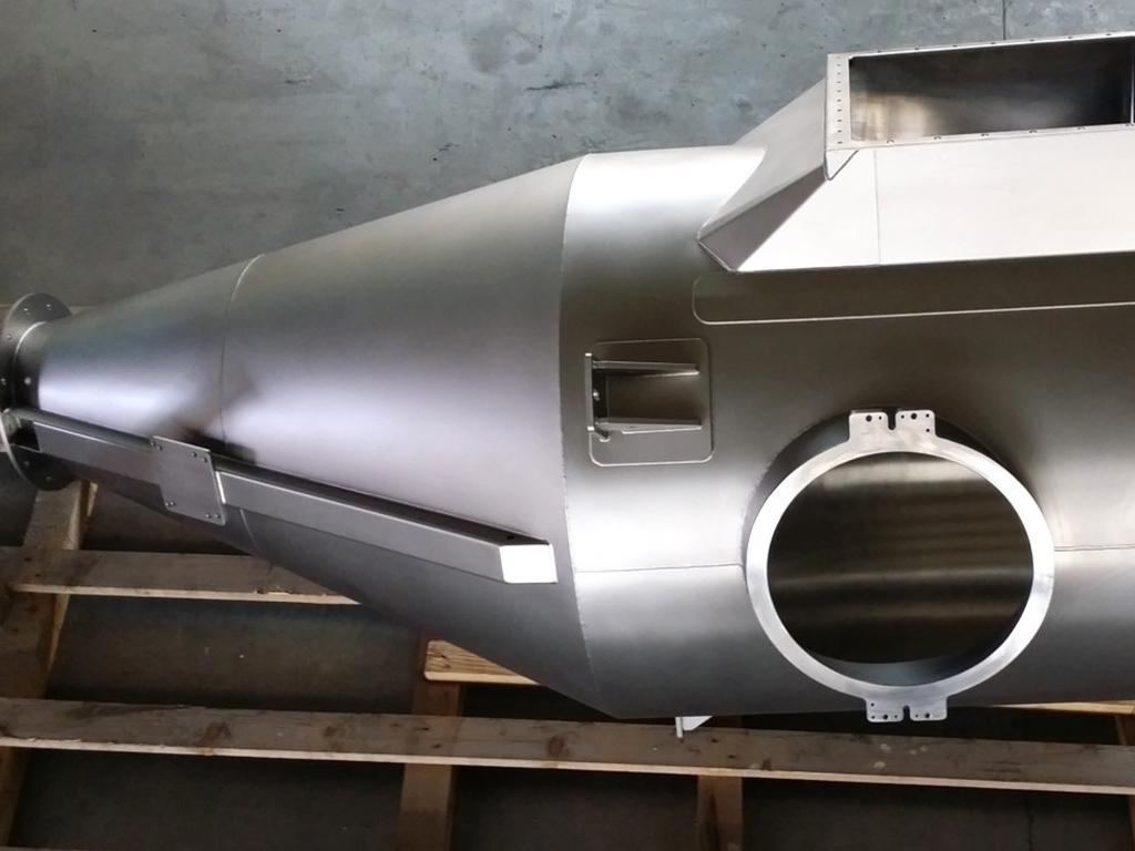 Filterbehälter asymetrisch mit Filteraufnahme, Inspektionsöffnung und Rüttelschine;