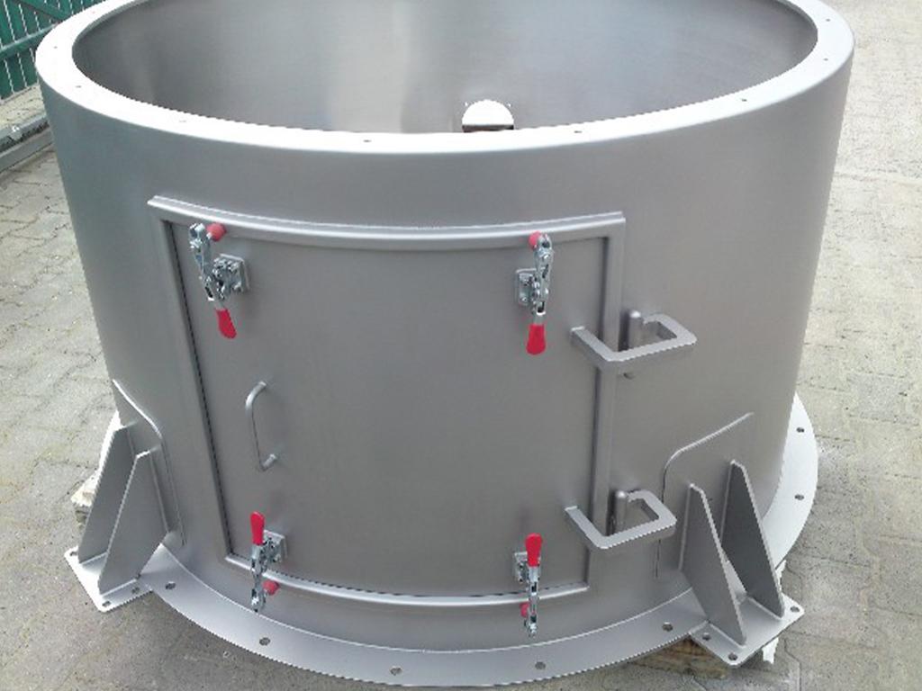Grundschuss mit nach innen zu öffnender Inspektionstüre (glasperlengestrahlt);